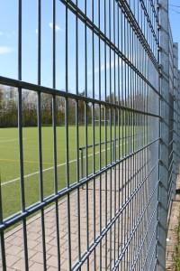 fence-745049_640(4)
